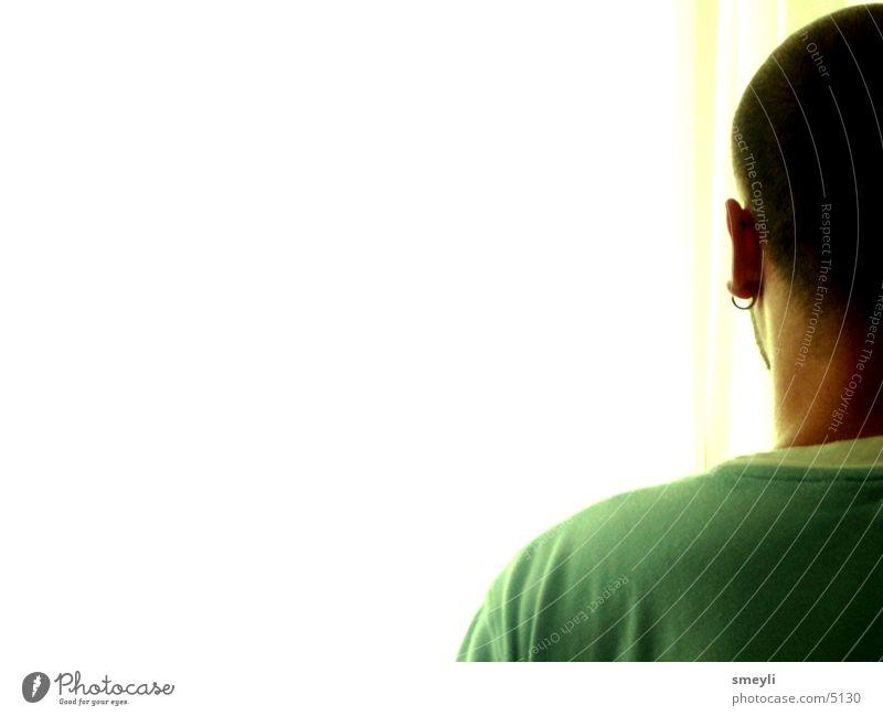 geradeaus Mensch Mann Jugendliche grün gelb Kopf Haare & Frisuren Denken Rücken T-Shirt Ohr Anschnitt Ohrringe alternativ Schmuck Freisteller