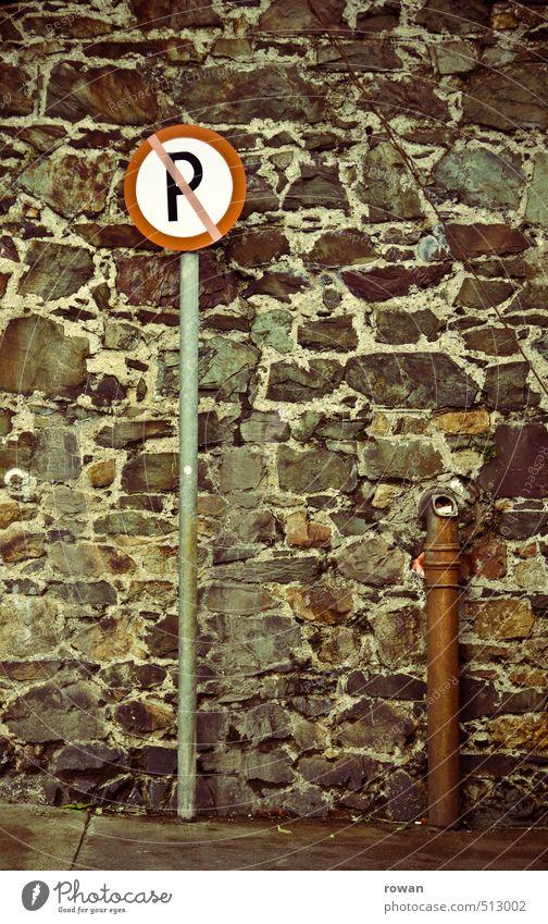 parkverbot Verkehr Autofahren Schilder & Markierungen Hinweisschild Warnschild rot parken Parkplatz Parkverbot Abstellplatz Farbfoto Außenaufnahme Menschenleer