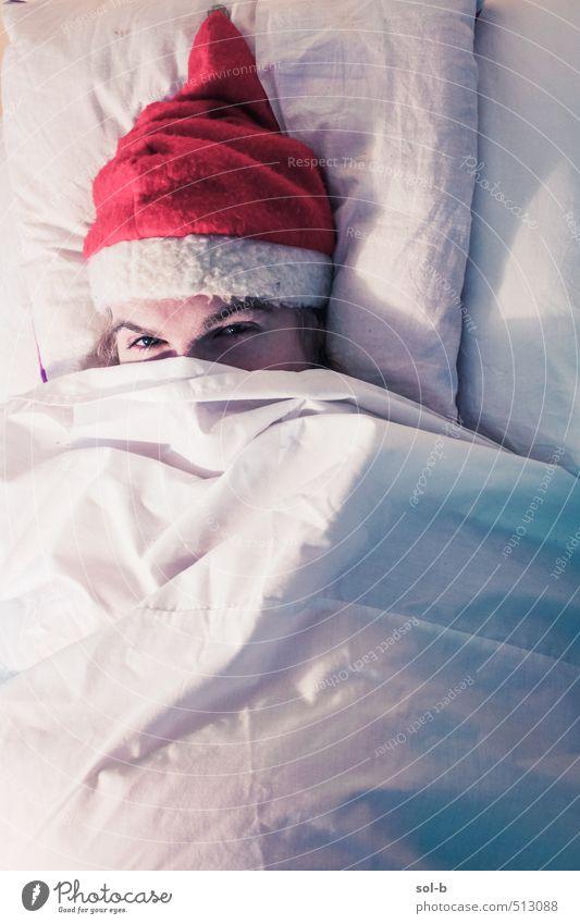 Mensch Jugendliche Weihnachten & Advent Erholung Junger Mann 18-30 Jahre Erwachsene Auge lustig Feste & Feiern Arbeit & Erwerbstätigkeit maskulin Zufriedenheit schlafen Krankheit Weihnachtsmann