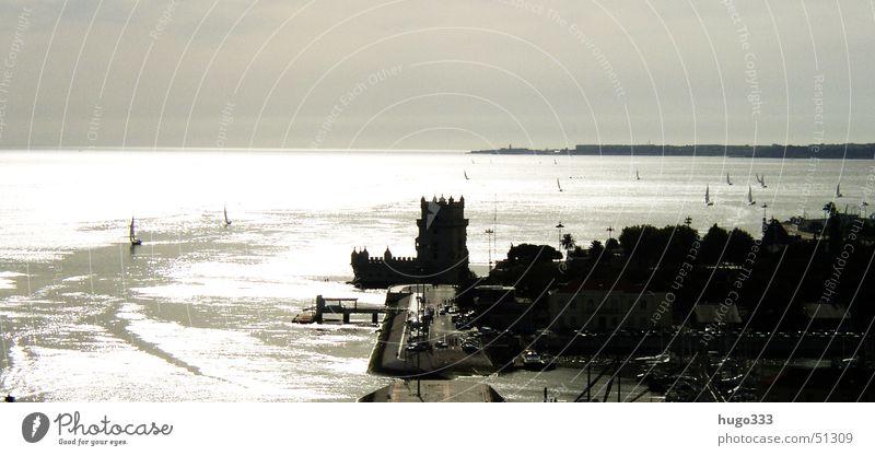Verteidigungsbasis am Tejo Lissabon Meer Wasserfahrzeug Segelboot Festung See Panorama (Aussicht) Turm von Belem Fluss Küste klare sicht gegenlicht. groß