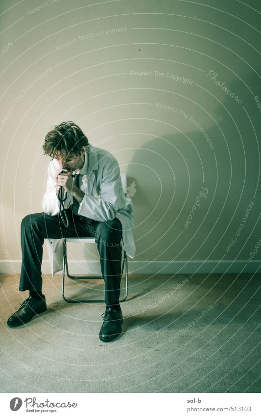Mensch Jugendliche Einsamkeit Junger Mann Erwachsene Leben Traurigkeit Denken Gesundheit Arbeit & Erwerbstätigkeit maskulin Gesundheitswesen sitzen Studium