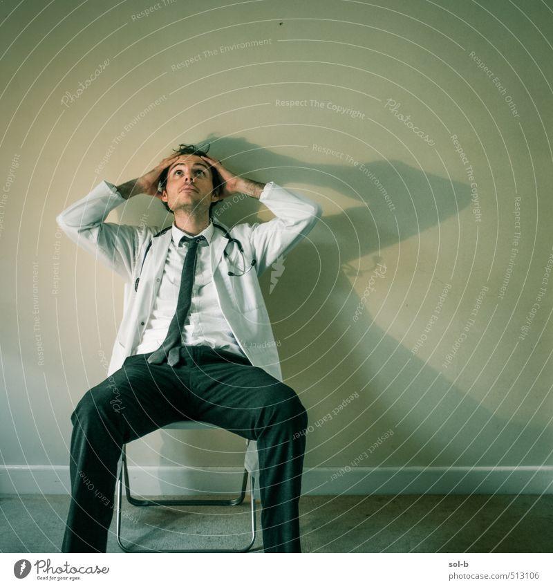 Mensch Jugendliche Junger Mann 18-30 Jahre Erwachsene Leben Denken Gesundheit Arbeit & Erwerbstätigkeit maskulin Gesundheitswesen sitzen Studium Pause Trauer