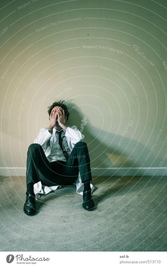 Mensch Jugendliche Einsamkeit Junger Mann Erwachsene Traurigkeit Tod Gesundheit Arbeit & Erwerbstätigkeit maskulin Gesundheitswesen Studium Trauer Beruf Müdigkeit Arzt