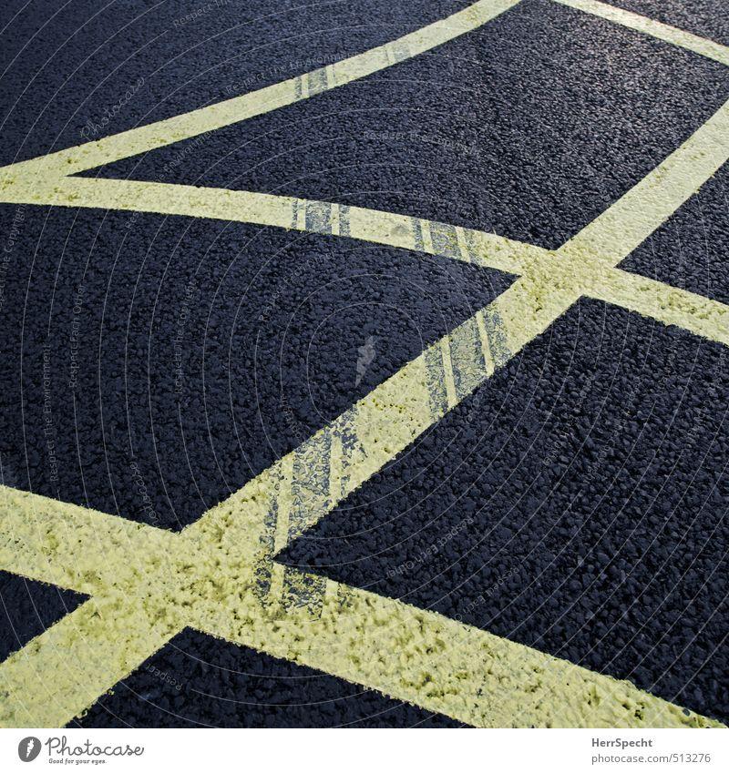 Spuren Verkehr Straßenverkehr Autofahren Schilder & Markierungen Linie gelb schwarz Reifenspuren Abrieb Gummi Asphalt kreuzen chaotisch Farbfoto Gedeckte Farben