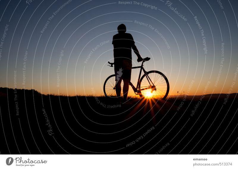 cyclistic Mensch Himmel Natur Ferien & Urlaub & Reisen Mann Sommer Sonne Erholung Freude schwarz Erwachsene dunkel Sport Freiheit Stil Horizont