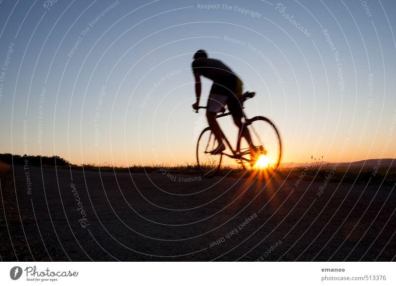 auf dem Weg nach oben Mensch Himmel Natur Jugendliche Ferien & Urlaub & Reisen Mann Sonne Freude Junger Mann Erwachsene Berge u. Gebirge Wärme Sport Freiheit Stil Gesundheit