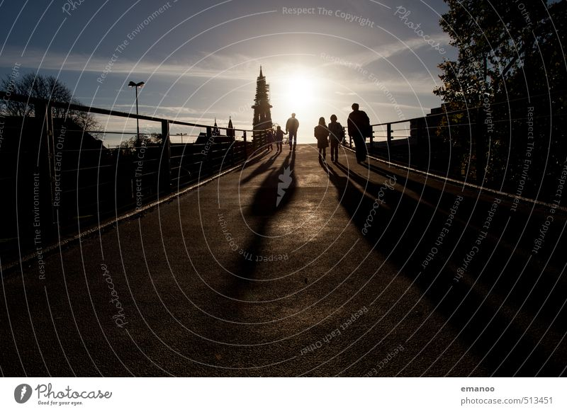 walking into the sun Lifestyle Freizeit & Hobby Ferien & Urlaub & Reisen Ausflug Sightseeing Städtereise Mensch Kind Mann Erwachsene Eltern