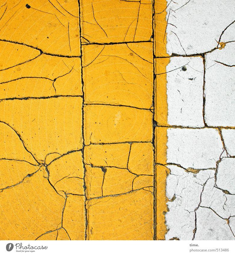 under pressure alt Farbe Straße Wege & Pfade Zeit Stein Linie Ordnung Verkehr Schilder & Markierungen Perspektive Vergänglichkeit Zeichen kaputt Wandel & Veränderung Sicherheit