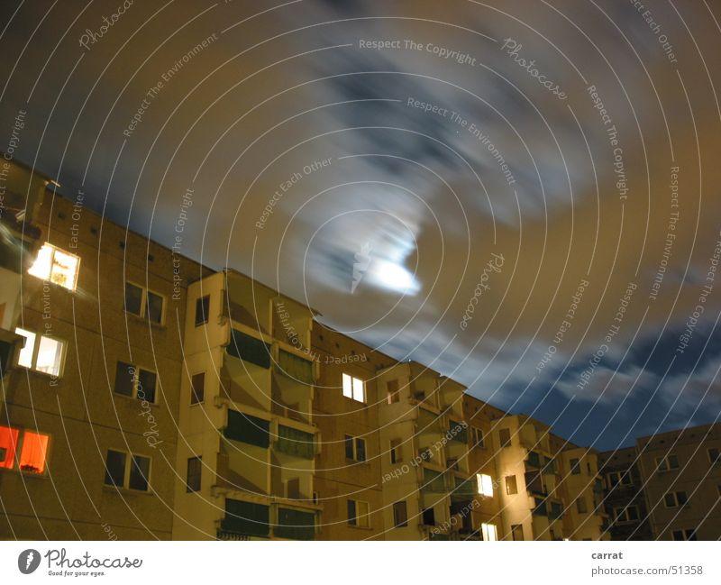 Moon in the Ghetto Wolken Romantik gruselig Mond Osten Plattenbau Rostock