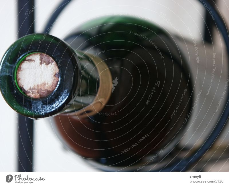 wo ist mein korkenzieher Korken rot Rotwein Alkohol Flasche Wein Weinflasche Flaschenhals Bildausschnitt Anschnitt Makroaufnahme Glasflasche