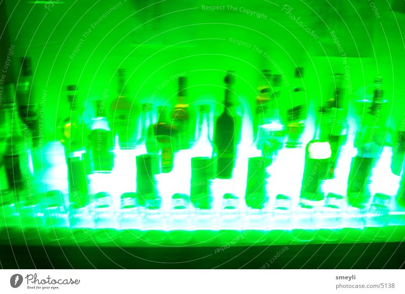 grün statt blau Getränk Disco Bar Gastronomie Flasche Spirituosen Kneipe Fototechnik Likör