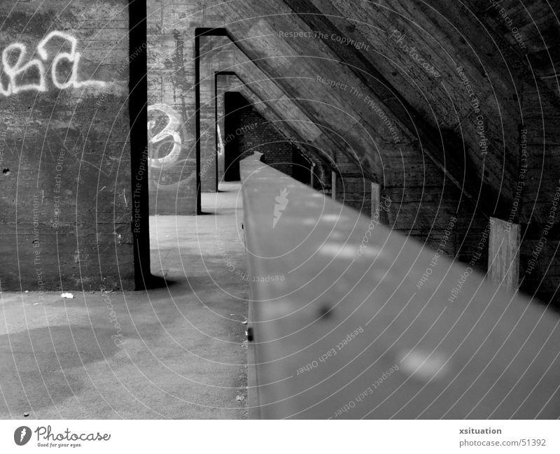 Am Ende des Ganges alt weiß schwarz Wege & Pfade Perspektive Industriefotografie Kultur Ende Gang Ruhrgebiet Duisburg Zeche