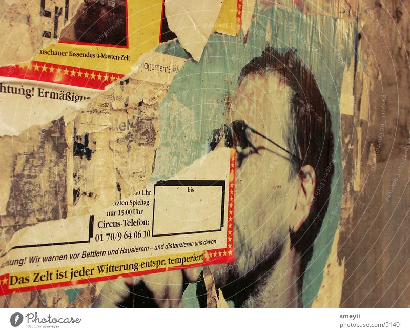 Vergänglichkeit Wand Musik Papier kaputt Werbung Konzert Poster Druckerzeugnisse Plakat Ghetto Symbole & Metaphern Fetzen