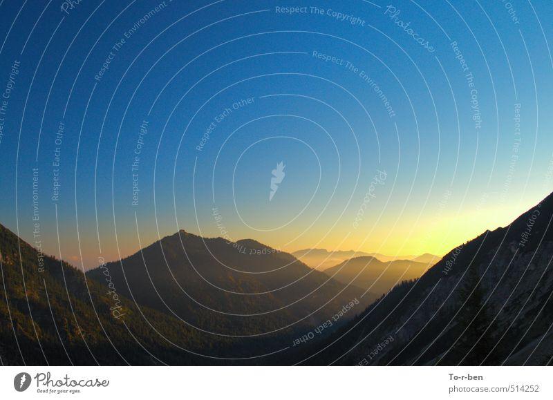 Bergmorgen Freizeit & Hobby Ausflug Berge u. Gebirge Umwelt Landschaft Himmel Wolkenloser Himmel Sonnenaufgang Sonnenuntergang Sonnenlicht Sommer Schönes Wetter