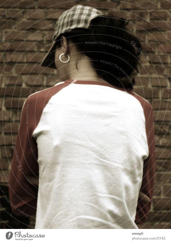 einsam Frau Mensch feminin Rücken Mütze Rückseite Baseballmütze