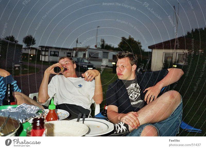 Was ist das? Wiese Alkohol Ernährung trinken Lippen Bier Camping böse