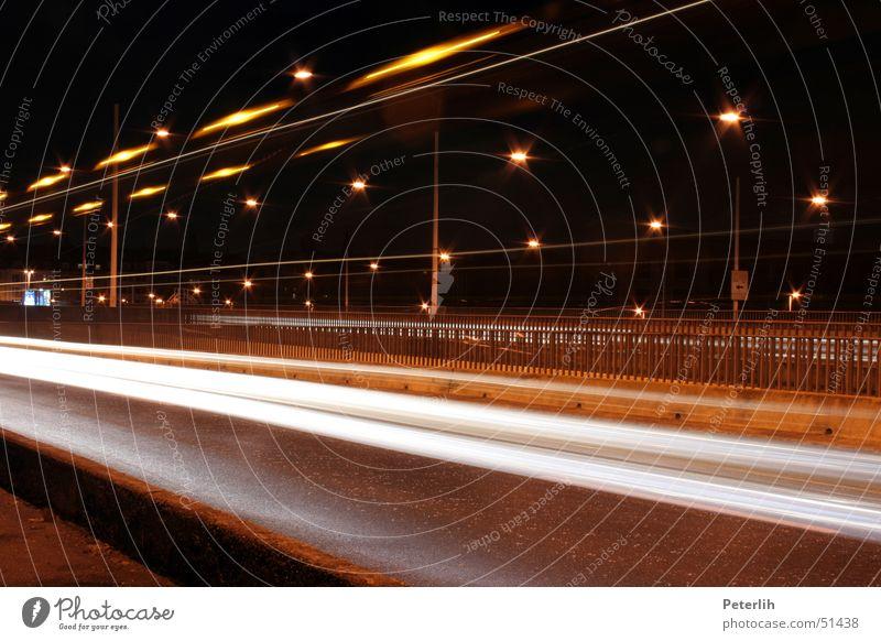 Streifen Langzeitbelichtung Nacht dunkel braun Düsseldorf Brücke Licht Spuren Abend