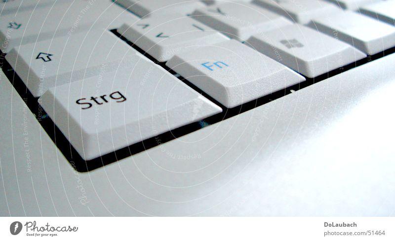 Tastatur Notebook flach weiß Buchstaben Elektrisches Gerät Technik & Technologie hell Computer Strg Bildausschnitt Anschnitt Detailaufnahme Nahaufnahme Taste