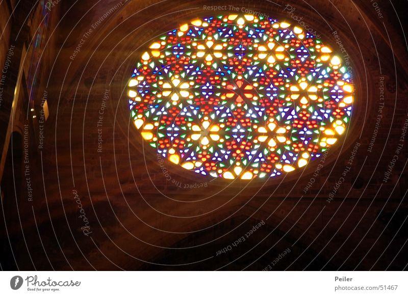 Licht im Dunkel IV Fenster dunkel schwarz glühen Kirchenfenster Tiffanylampe Glas Religion & Glaube Lichtstrahl Farbe mehrfarbig Lampe Beleuchtung