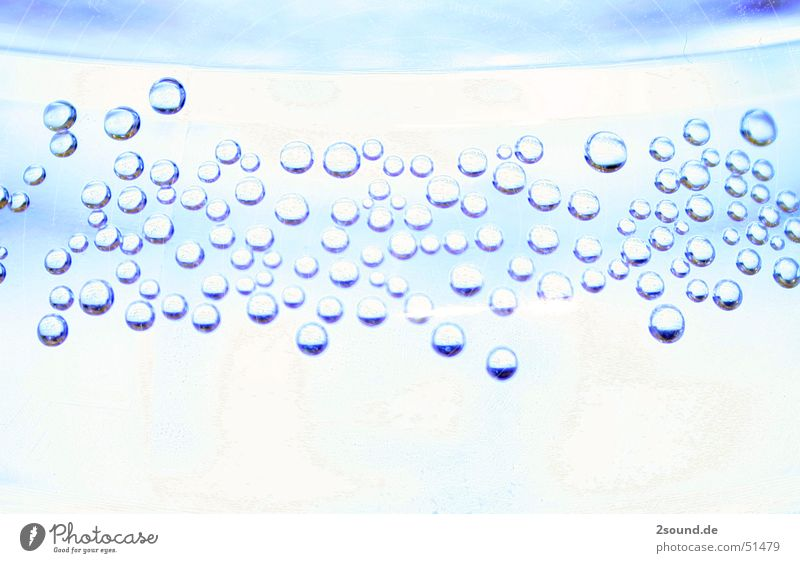 Boblbles blau blasen Flasche Mineralwasser