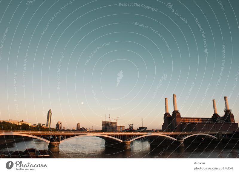 London Calling Ferien & Urlaub & Reisen Tourismus Sightseeing Städtereise Fluss Themse Großbritannien Europa Hauptstadt Stadtzentrum Industrieanlage Fabrik
