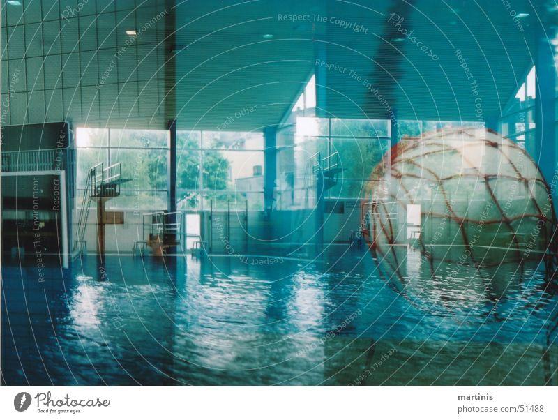schwimmbad-action Schwimmbad chaotisch überlagert Rettung Schwimmen & Baden Fliesen u. Kacheln rettungsball Ball Netz blau