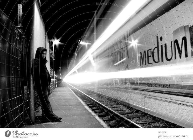 Life goes to fast . . . Eisenbahn Licht schwarz weiß Nacht Mann Leuchtspur ruhig Gleise Trauer umut chase light snazz black white night boy train Leben