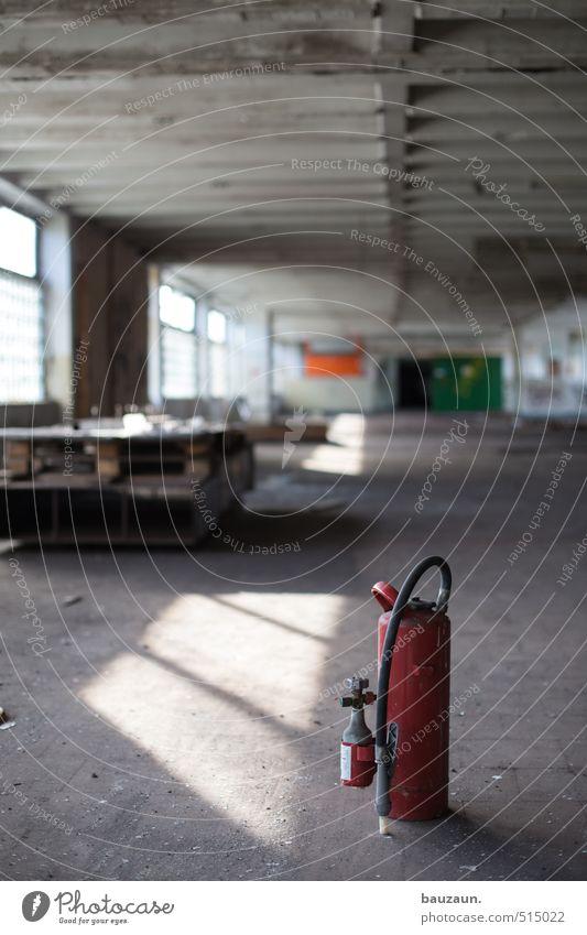 ut ruhrgebiet | wenn's mal zu heiss wird. rot Fenster Wand Mauer grau Fassade Tür trist gefährlich Beton Brand Sicherheit Schutz Industrie Baustelle Risiko