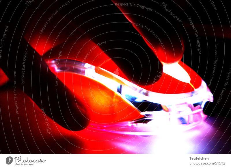 push the button 2 Hand Finger Computer drücken Knöpfe Bewegung dunkel Lampe orange Arbeit & Erwerbstätigkeit Computermaus Schalter