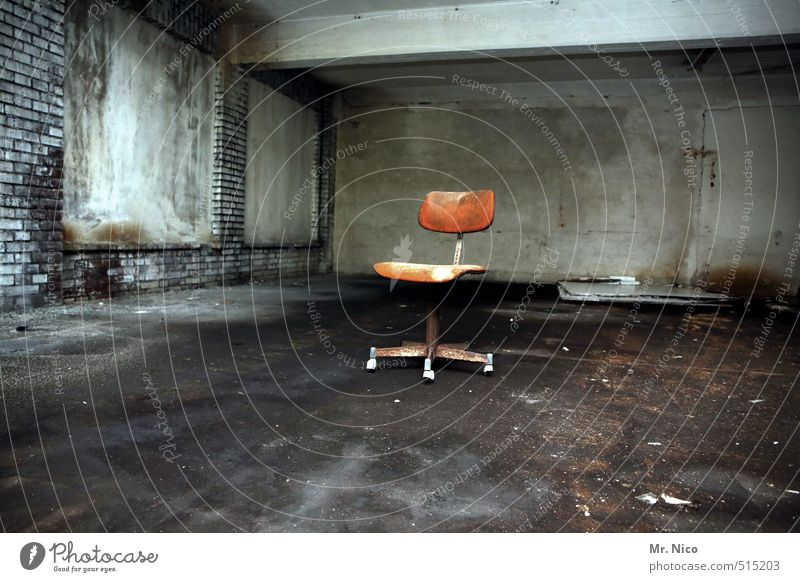 ut ruhrgebiet | sitzung Renovieren Stuhl Raum Keller Dachboden Industrieanlage Fabrik Gebäude Mauer Wand alt dreckig dunkel Feierabend Bürostuhl Drehstuhl