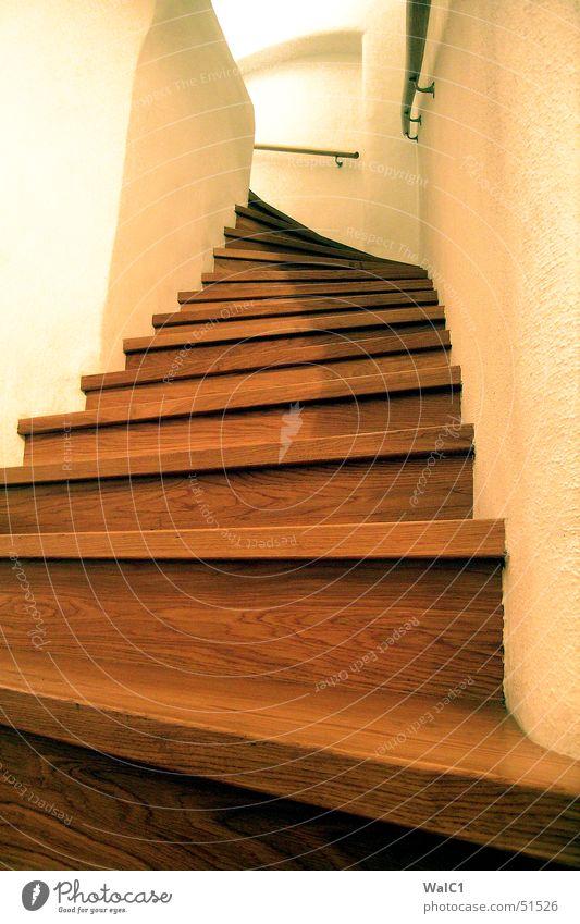 Stairway to heaven Holz Show Licht Bogen Mauer Biegung Wand steil aufwärts Tischler Leiter Treppe Geländer Maserung Kurve steps