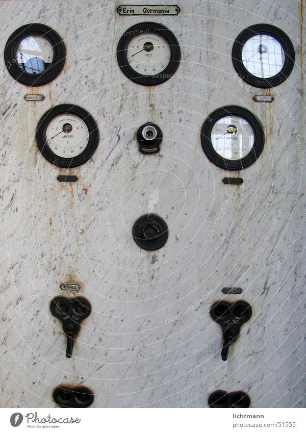 Die Schaltung elektronisch Schaltpult Elektrizität