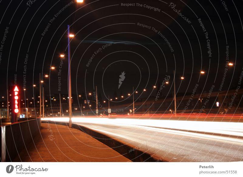 Apollo dunkel Straße braun PKW Brücke Streifen Düsseldorf Apollon