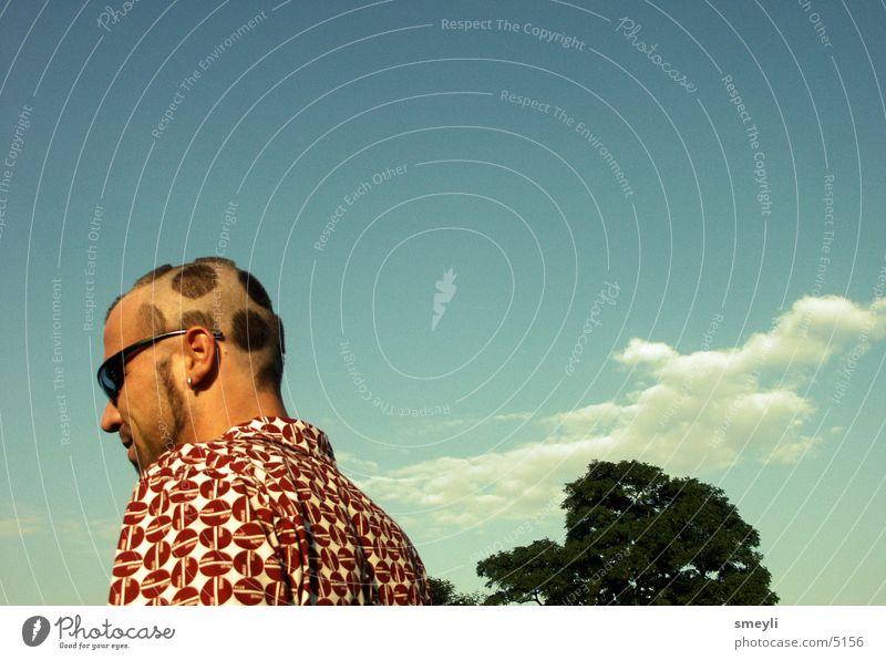 anders sehen Mann Haare & Frisuren Nahaufnahme Wolken Hemd gepunktet Fliegenpilz Sonnenbrille alternativ Bart Jugendliche Mensch Kopf Punk Detailaufnahme Himmel