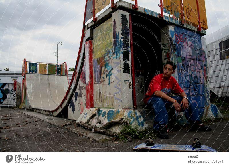 I have a dream . . . Halfpipe kaputt Mann ruhig Skateboarding dreckig Graffiti hell außenportrait snazz