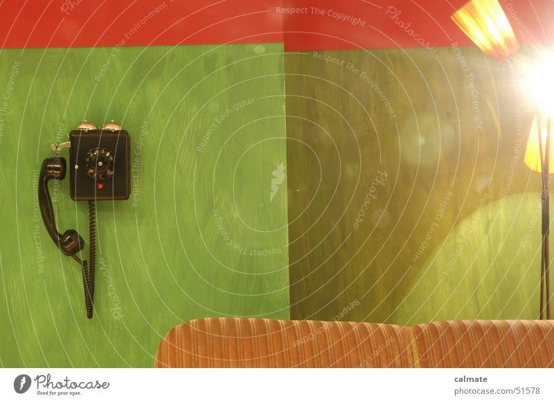 - retrophobie II - Sitzgarnitur Telefon Ziffern & Zahlen Wählscheibe analog Sofa Stehlampe Licht altes telefon alte möbel altmodisch polstergruppe