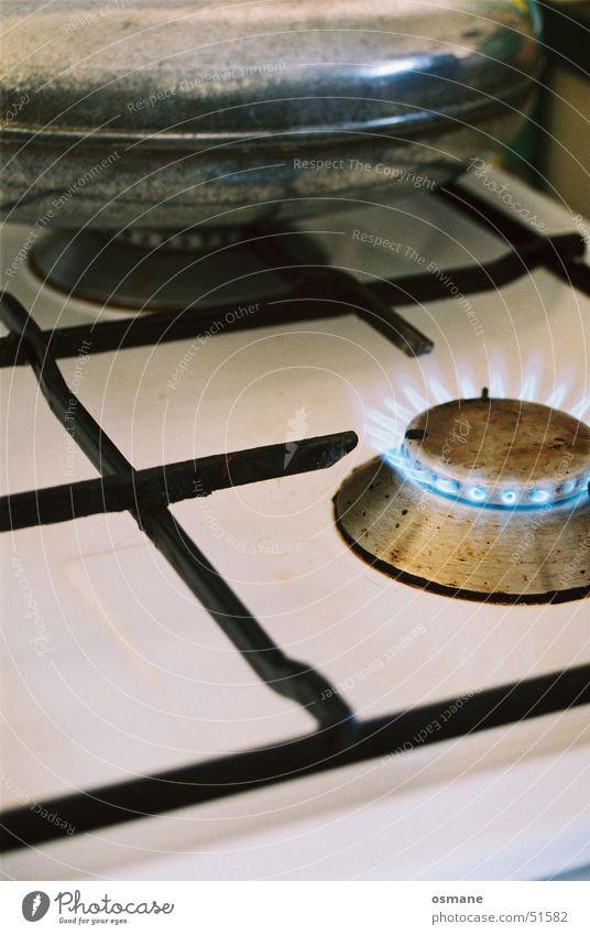 Gasherd alt weiß blau kalt Wärme Metall Brand Kochen & Garen & Backen Küche Physik Gas Flamme Herd & Backofen Gitter Wärmflasche
