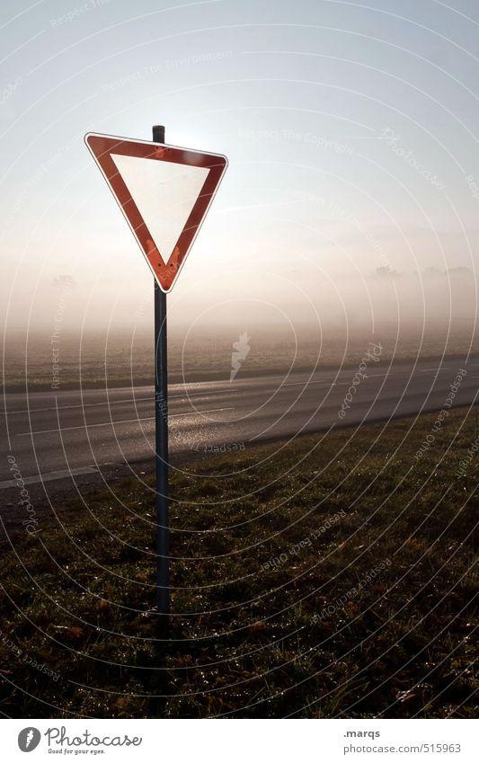 Achtung, Herbst! elegant Ausflug Abenteuer Umwelt Natur Landschaft Wolkenloser Himmel Klima Schönes Wetter Nebel Wiese Verkehr Verkehrswege Straße Zeichen