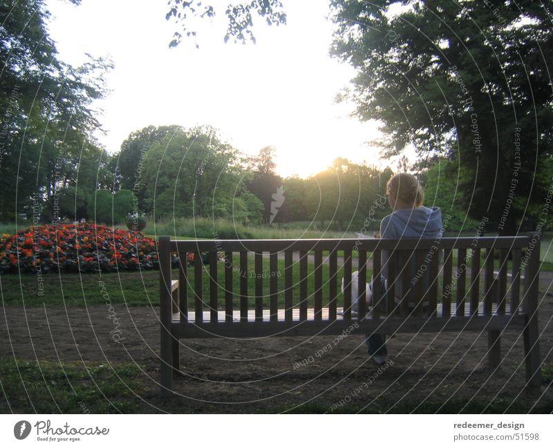Ein Tag im Park Frau Sonne Bank