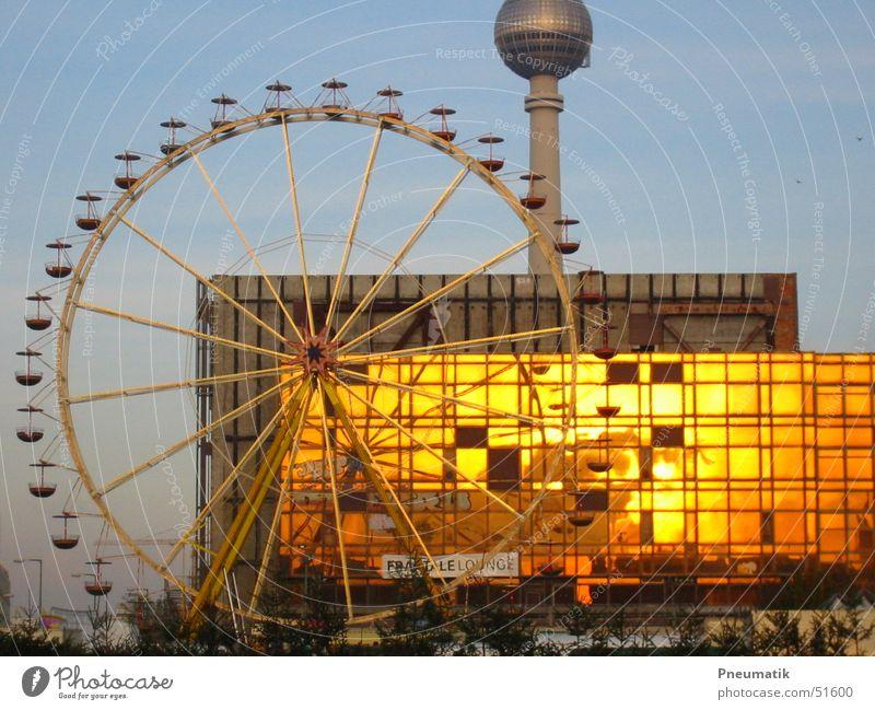 Schloßplatz Aufbau Weihnachtsmarkt 2005 Berlin Berliner Fernsehturm Riesenrad Schlossplatz Palast der Republik