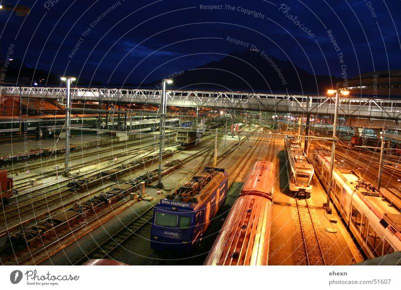 Trains Nacht Eisenbahn Belichtung Langzeitbelichtung Ampel Bahnhof Farbe geleise train