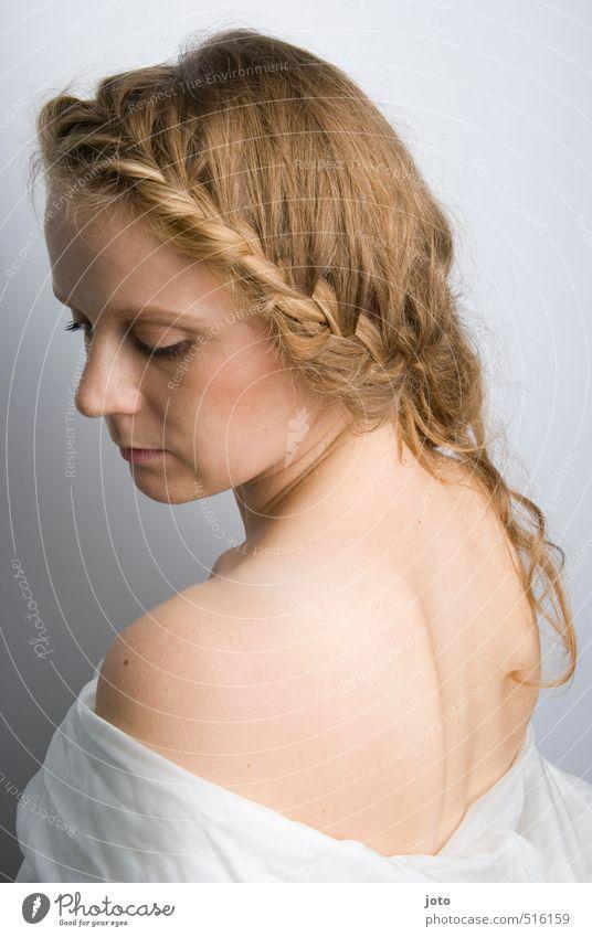 weiblichkeit schön Körperpflege Haut Gesundheit harmonisch Wohlgefühl Zufriedenheit Erholung feminin Junge Frau Jugendliche Erwachsene Rücken Haare & Frisuren
