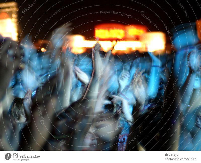 festival stimmung Mensch Hand Freude Gefühle Musik Freundschaft Stimmung Zusammensein Konzert Momentaufnahme Musikfestival Open Air unpersonalisiert Neuhausen ob Eck