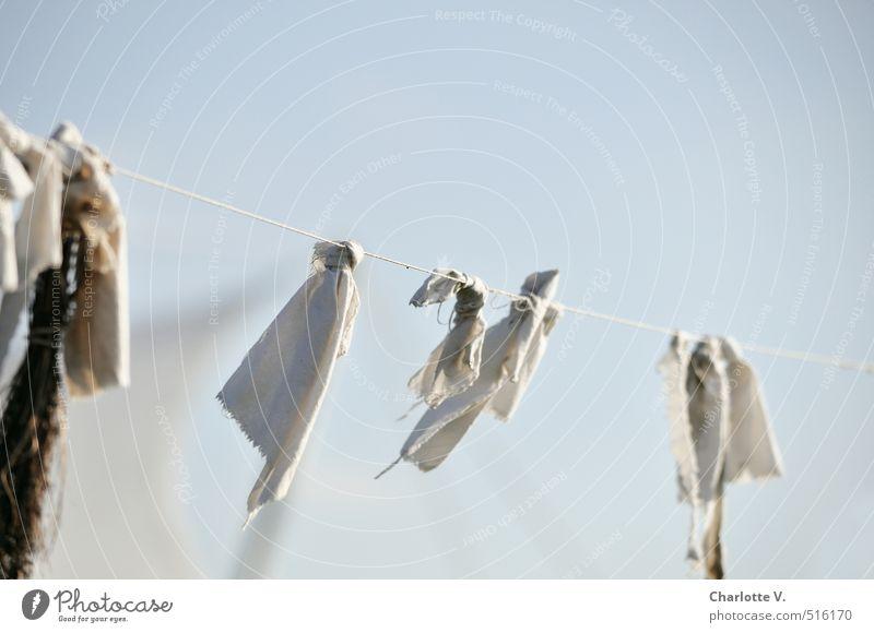 Lappen im Wind Dekoration & Verzierung hängen schaukeln ästhetisch authentisch einfach elegant Fröhlichkeit Zusammensein hell einzigartig kalt kaputt oben
