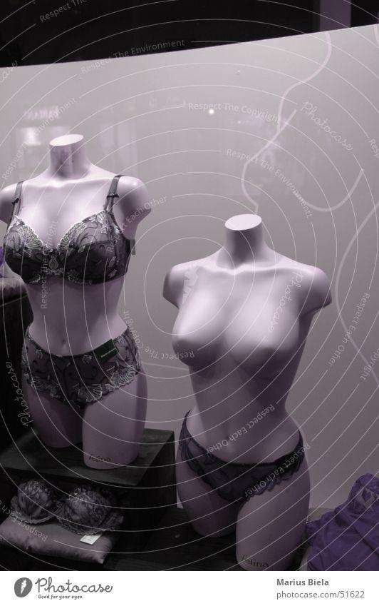 Konsumprodukt Unterwäsche Schaufenster Model Ladengeschäft verkaufen Frauenbrust Brust dekoltee boobs d70 nikon