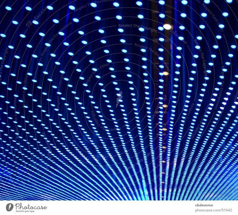 Blaue Lichtdecke blau Lampe Perspektive Technik & Technologie Unendlichkeit
