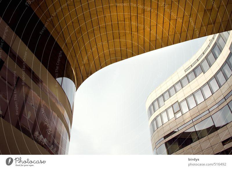 schwungvoll Architektur Bürogebäude Fassade Fenster Dach ästhetisch elegant modern Stadt Perspektive Stil geschwungen Farbfoto Außenaufnahme Menschenleer