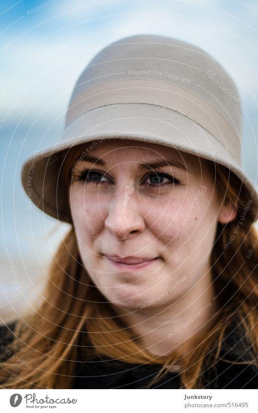 Henne with a Hat Gesicht Mensch feminin Junge Frau Jugendliche Erwachsene 1 18-30 Jahre Nordsee Mantel Hut rothaarig Denken Blick warten schön natürlich ruhig