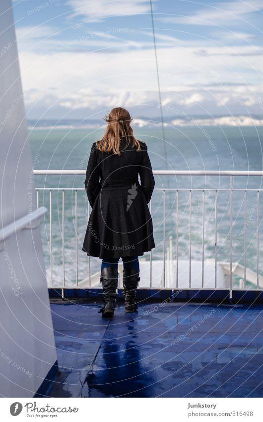 Leaving a Kingdom Ferien & Urlaub & Reisen Ferne Freiheit Meer feminin Junger Mann Jugendliche Frau Erwachsene 1 Mensch 18-30 Jahre Wasser Himmel Wolken