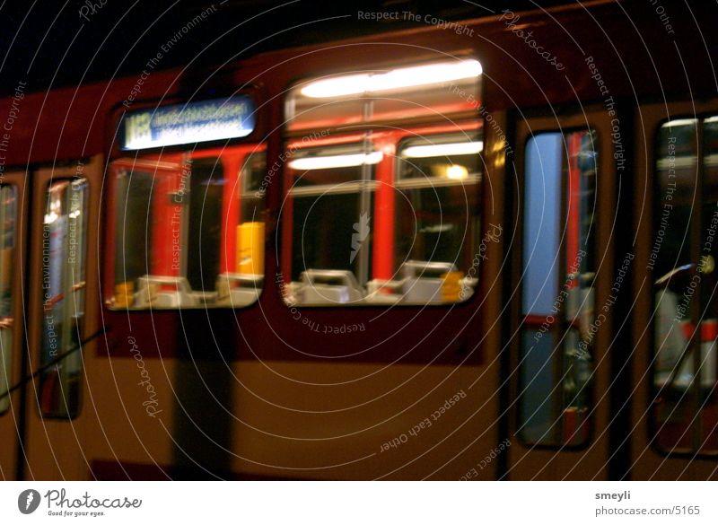 nacht verkehr Nacht Stadt Straßenbahn Fenster Menschenleer Einsamkeit Unschärfe Club Bewegung